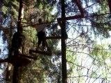 c'est pas très facile de marcher dans les arbres après l'apéro....