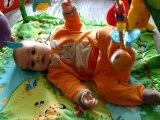 Grégoire sur le tapis d'éveil, 15/04/2011