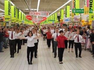 Flash mob chez Auchan La Chapelle-Saint-Aubin