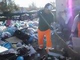 Isola delle Femmine Operai raccolgono la munnezza 14 aprile 2011