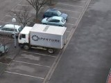 Camion APERTURE Laboratoires Portal 2 en vrai