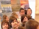 lumières de jade présente la boîte à peinture pour les enfants de l'école au Salon du livre de St.Gervais