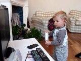 20110411 Londres Romain et Nico jouent àla Wii