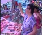 Los mercados madrileños reciben a numerosos compradores.