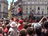 Royal de Luxe -1- 27/05/11 Nantes Réveil petit géante