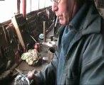 Michel  Ramezi dans son  atelier ; nous présente sa derniere eolienne,et un alternateur modifié