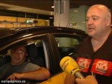 Piquetes se enfrentan a taxistas en El Prat