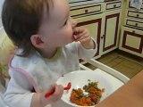 Je mange des petits pois carottes