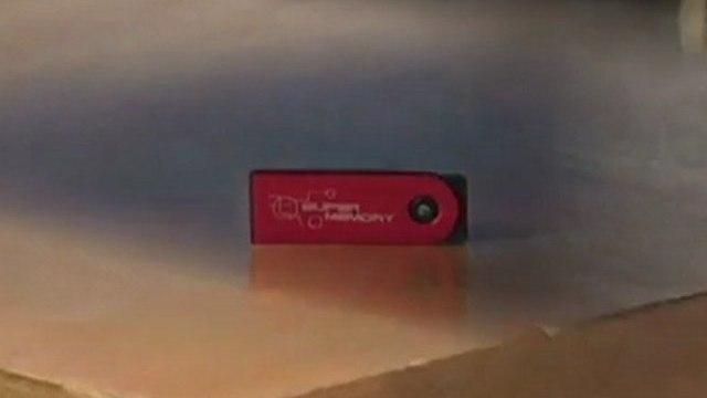 Tentamos destruir o pen drive Super Memory
