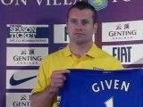 El Aston Villa presenta a Given