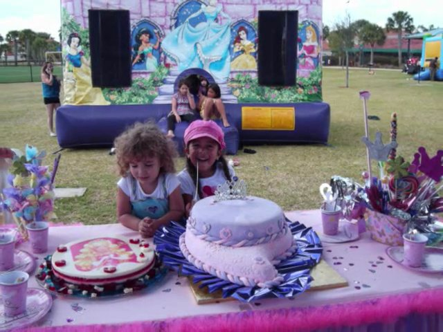 Cakes and Cup Cakes Happy Party Rental in Miami – Broward – Homestead