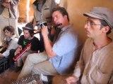 pas d'nom pas d'maison au Maroc, jam session à l entrée de la kasbah du Glaoui.