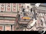 Firenze, check up al campanile di Giotto: per i tecnici sta bene. Una gru alta 104 metri controlla lo stato dell'opera