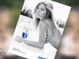 Jennifer Aniston poses Topless