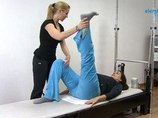 Pilates embarazada. Ejercicio lanzamiento de pierna