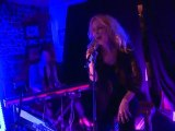 Kylie Minogue performs get outta my way for few friends at pub
