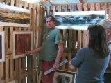 Installation des artistes pour l'exposition d'art contemporain à Saint-Florent-sur-Auzonnet