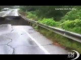 Irene, in Vermont frana la strada e inghiotte una casa - VideoDoc. Soccorsi aerei per trarre in salvo gli abitanti di Pittsfield