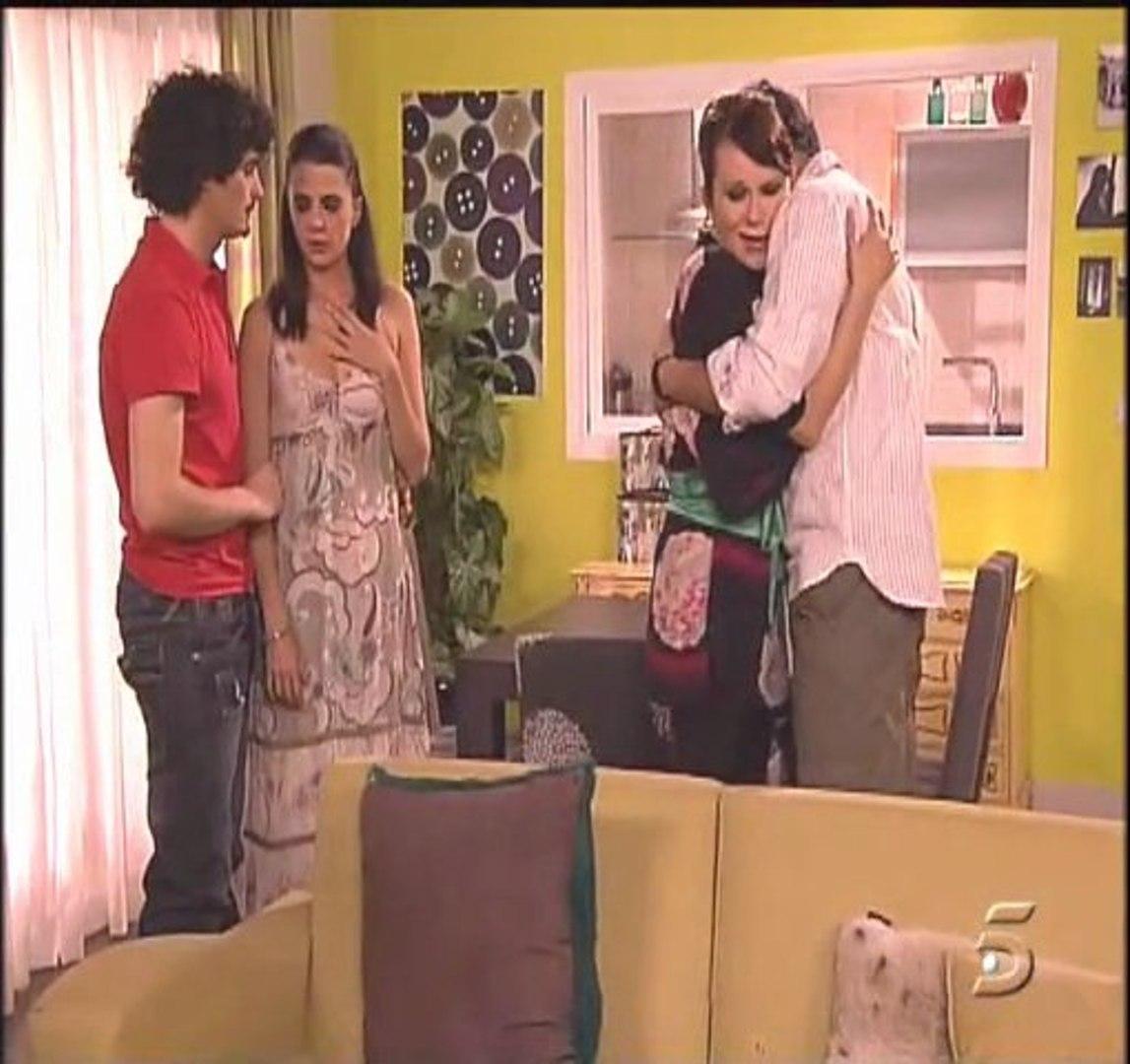 Lola Y Javi Lo Hacen En El Bano.Estela Reynolds La Serie 2x01 Un Kawalapiti