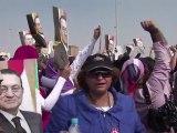 Le procès Moubarak reprend, heurts devant l'école de police
