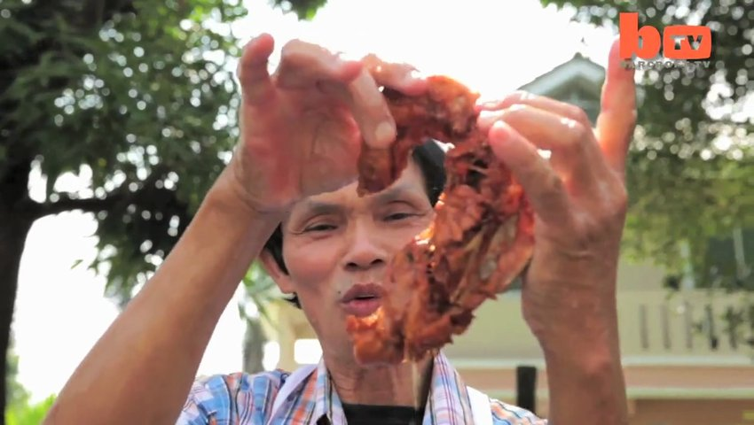 Superhands: The Man That Fries Chicken With His Hands