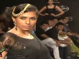 Hot & Sexy Aanchal Kumar Shows Her Deep Navel & Sexy Cleavage At IIJW 2011 Third Day