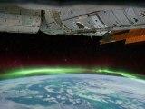 Les aurores australes vues de l'espace