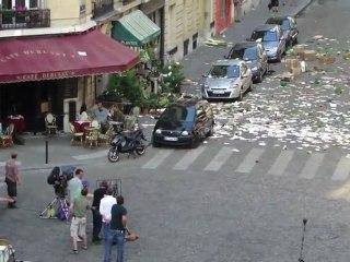 Filming - Paris Cafe - Featurette Filming - Paris Cafe (Anglais)