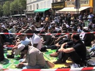 Moslim prayers in Gragny