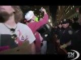 Wall Street, indignados non mollano: scontri in piazza -VideoDoc. Cartelli e slogan contro le banche e la finanza