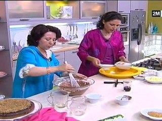 Choumicha Halawiyat - cake chocolat (poudre de cacao) et petits fours