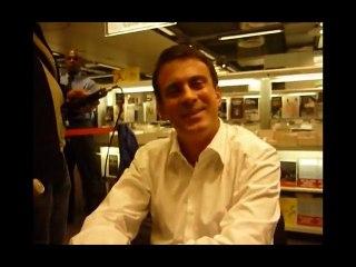 Manuel Valls face à We Are Change Paris