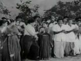 Kudumba Thalaivan - M.G.R. Playing Kabadi with Wrestlers