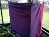 takeo (amazone FB) joue à cache cache derrière ses couvertures