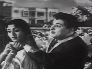 Dharmam Thalai Kakkum - MGR Sarojadevi Romance Scene