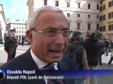 Italie: Berlusconi conserve son fauteuil mais est affaibli