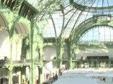 Art world thumbs nose at crisis in Paris
