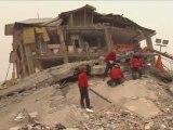 Wan benda alikariyên we ye! Van yardimlarınızı bekliyor! Kurdish Van city waiting for your help!