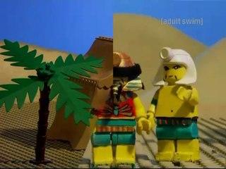 [adult swim] : Robot Chicken - Pyramide de legos