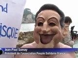 Nice: des altermondialistes se jettent à l'eau