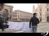 Toscani e il bacio galeotto: a Piazza Affari Merkel e Sarkozy. Nuova campagna Benetton: in Duomo bacio tra Obama e Hu Jintao