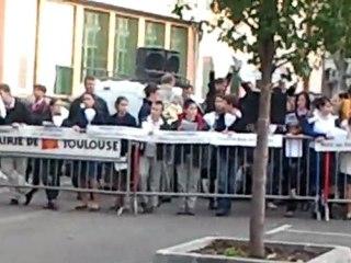 Coup d'oeil amateur et indépendant sur les manifestants contre la pièce Golgotha Picnic à Toulouse