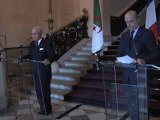Alain Juppé et Mourad Medelci, ministre des Affaires étrangères d'Algérie (07.12.11)