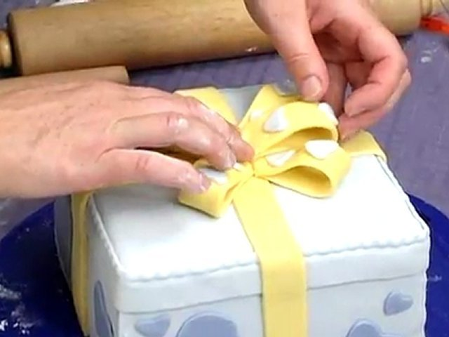 Cake Decoration Tips _ How to Add a Bow to Cake Decorations