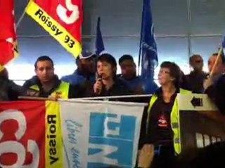 Nathalie Arthaud s'adresse aux grévistes Roissy