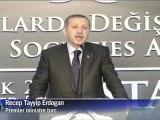 """Le Premier ministre turc Recep Tayyip Erdogan a accusé Nicolas Sarkozy de jouer sur """"la haine du musulman et du Turc"""" et la France d'avoir commis un génocide en Algérie"""