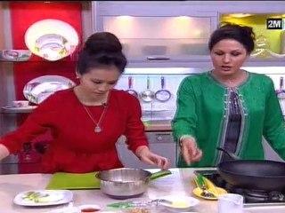 omelettes à la vapeur et poulet au cacahuètes