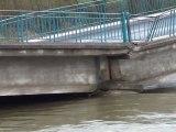 Crue - Un pont se rompt à Bainville-aux-miroirs - Vidéo 3 sur 3