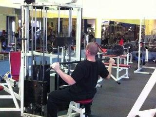 Muskelübung für den Rücken - Latziehen zur Brust