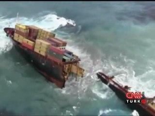 Gemi ikiye bölündü! (Video) -